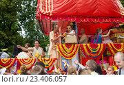 Купить «Москва, 14 августа 2016. Празднование Дня независимости Индии в парке «Сокольники». Колесница с божествами - Ратха-Ятра», фото № 23406057, снято 14 августа 2016 г. (c) Galina Barbieri / Фотобанк Лори