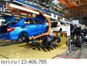 Купить «Главный конвейер, сборка автомобиля», эксклюзивное фото № 23406785, снято 17 июня 2019 г. (c) Staryh Luiba / Фотобанк Лори
