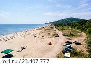 Летний пляж к югу от болгарского приморского курорта Албена (2011 год). Редакционное фото, фотограф Людмила Герасимова / Фотобанк Лори