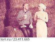 Купить «People drinking milk on hay», фото № 23411665, снято 21 февраля 2019 г. (c) Яков Филимонов / Фотобанк Лори