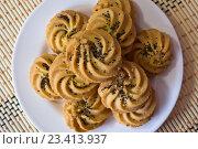 Печенье с маком на тарелке. Стоковое фото, фотограф Алексей Большаков / Фотобанк Лори