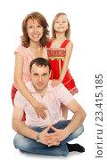 Купить «Мама, папа и дочь», фото № 23415185, снято 1 июля 2012 г. (c) Сергей Колесников / Фотобанк Лори