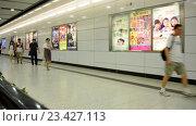 Купить «Вид на пассажирскую платформу из поезда (метро)», видеоролик № 23427113, снято 24 октября 2014 г. (c) Elnur / Фотобанк Лори