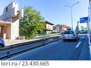 Купить «Движение на улицах Сан-Марино», фото № 23430665, снято 6 ноября 2015 г. (c) Евгений Ткачёв / Фотобанк Лори