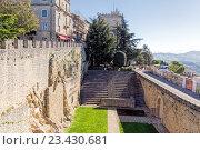 Купить «Внутренний двор крепости Гуайта. Сан-Марино. Италия», фото № 23430681, снято 6 ноября 2015 г. (c) Евгений Ткачёв / Фотобанк Лори
