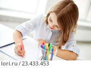 Купить «happy girl drawing with felt-tip pen in notebook», фото № 23433453, снято 31 июля 2013 г. (c) Syda Productions / Фотобанк Лори