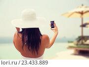 Купить «woman taking selfie with smartphone on beach», фото № 23433889, снято 6 августа 2015 г. (c) Syda Productions / Фотобанк Лори