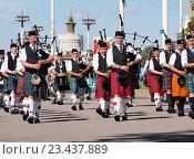 Купить «Оркестр волынщиков», фото № 23437889, снято 27 августа 2016 г. (c) Павел Кулинич / Фотобанк Лори