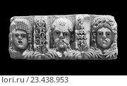 Фрагмент барельефа из античного амфитеатра в Демре (Ликии) на чёрном фоне. Стоковое фото, фотограф Светлана Пасечная / Фотобанк Лори