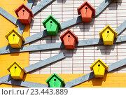 Colourful wooden birdhouses mounted on the brick wall, фото № 23443889, снято 3 августа 2016 г. (c) FotograFF / Фотобанк Лори
