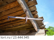 Купить «Old rusty empty metal scale suspended on the wooden wall», фото № 23444945, снято 18 июня 2016 г. (c) FotograFF / Фотобанк Лори