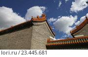 Купить «Традиционное украшение крыши буддийского храма, Пекин, Китай», видеоролик № 23445681, снято 29 августа 2016 г. (c) Владимир Журавлев / Фотобанк Лори