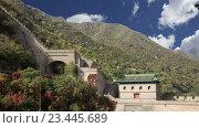 Купить «Вид одного из самых живописных участков Великой китайской стены, к северу от Пекина», видеоролик № 23445689, снято 29 августа 2016 г. (c) Владимир Журавлев / Фотобанк Лори