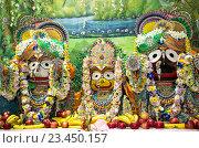 Купить «Индийские божества Джаганнатх, Субхадра и Баладев на алтаре», фото № 23450157, снято 25 августа 2016 г. (c) Galina Barbieri / Фотобанк Лори