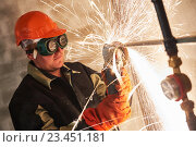 worker cutting pipe with sparks by grinder flame torch cutter. Стоковое фото, фотограф Дмитрий Калиновский / Фотобанк Лори