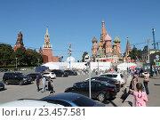 Видеонаблюдение на Красной площади, на фоне храма Василия Блаженного (2016 год). Редакционное фото, фотограф Иван Носков / Фотобанк Лори