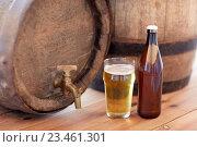 Купить «close up of old beer barrel, glass and bottle», фото № 23461301, снято 22 июля 2016 г. (c) Syda Productions / Фотобанк Лори
