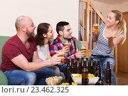 Купить «Couples hanging out with beer», фото № 23462325, снято 17 февраля 2019 г. (c) Яков Филимонов / Фотобанк Лори