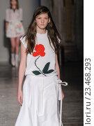 Купить «MILAN, ITALY - SEPTEMBER 28: A model walks the runway during the Arthur Arbesser fashion show as part of Milan Fashion Week Spring/Summer 2016 on September 28, 2015 in Milan, Italy.», фото № 23468293, снято 28 сентября 2015 г. (c) Anton Oparin / Фотобанк Лори