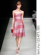 Купить «MILAN, ITALY - SEPTEMBER 28: A model walks the runway during the Giorgio Armani fashion show as part of Milan Fashion Week Spring/Summer 2016 on September 28, 2015 in Milan, Italy.», фото № 23471181, снято 28 сентября 2015 г. (c) Anton Oparin / Фотобанк Лори