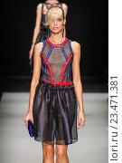 Купить «MILAN, ITALY - SEPTEMBER 28: A model walks the runway during the Giorgio Armani fashion show as part of Milan Fashion Week Spring/Summer 2016 on September 28, 2015 in Milan, Italy.», фото № 23471381, снято 28 сентября 2015 г. (c) Anton Oparin / Фотобанк Лори