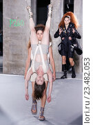 PARIS, FRANCE - OCTOBER 01: Models walks the runway during the Rick Owens show as part of the Paris Fashion Week Womenswear Spring/Summer 2016 on October 1, 2015 in Paris, France. Редакционное фото, фотограф Anton Oparin / Фотобанк Лори