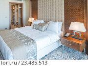Modern hotel room with big bed. Стоковое фото, фотограф Elnur / Фотобанк Лори