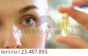 Купить «Pharmacist checking a capsule», видеоролик № 23487893, снято 24 сентября 2018 г. (c) Wavebreak Media / Фотобанк Лори
