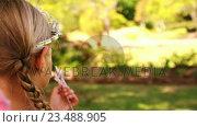 Купить «Girl dressed up in a fairy costume in garden», видеоролик № 23488905, снято 23 января 2020 г. (c) Wavebreak Media / Фотобанк Лори