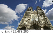 Купить «Готический собор Святого Гатьена. Франция», видеоролик № 23489285, снято 5 сентября 2016 г. (c) Владимир Журавлев / Фотобанк Лори