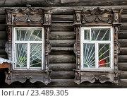 Купить «Томск. Резные наличники окон», фото № 23489305, снято 27 августа 2016 г. (c) Павел Сапожников / Фотобанк Лори