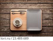Пустое керамическое блюдо с чашкой кофе. Стоковое фото, фотограф ouh_desire / Фотобанк Лори