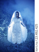Купить «bride's ghost in the night forest», фото № 23492425, снято 16 июля 2016 г. (c) Майя Крученкова / Фотобанк Лори