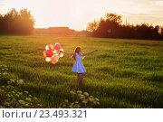 Купить «young women with balloons outdoor», фото № 23493321, снято 13 июня 2016 г. (c) Майя Крученкова / Фотобанк Лори