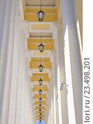 Купить «Фонари колоннады Горного университета в Санкт-Петербурге», фото № 23498201, снято 28 августа 2016 г. (c) Владимир Кошарев / Фотобанк Лори