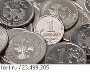 Одна копейка на фоне монет. Стоковое фото, фотограф Элина Гаревская / Фотобанк Лори