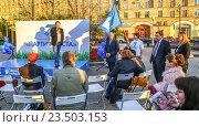 Купить «Кандидат в депутаты лидер «Партии роста» Борис Титов выступает на встрече с избирателями», эксклюзивное фото № 23503153, снято 18 августа 2016 г. (c) Виктор Тараканов / Фотобанк Лори
