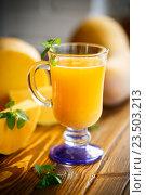 Свежий тыквенный сок в стакане на столе. Стоковое фото, фотограф Peredniankina / Фотобанк Лори