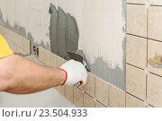 Облицовка стены плиткой. Стоковое фото, фотограф Владимир Ворона / Фотобанк Лори