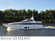 Яхта на реке Волге. Стоковое фото, фотограф Сергей Тагиров / Фотобанк Лори