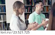 Купить «Applauding people in a library», видеоролик № 23521725, снято 9 августа 2016 г. (c) Raev Denis / Фотобанк Лори