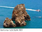 Купить «Yellow cliff near coast (Lagos, Algarve, Portugal).», фото № 23524181, снято 25 мая 2016 г. (c) Юрий Брыкайло / Фотобанк Лори