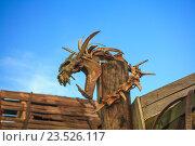 Скелет динозавра на фоне неба. Археологическая раскопка. Стоковое фото, фотограф Черепанова Татьяна / Фотобанк Лори