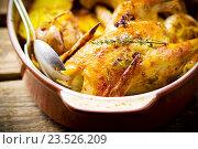 Купить «Курица, запеченная с картофелем», фото № 23526209, снято 4 апреля 2015 г. (c) Зоряна Ивченко / Фотобанк Лори