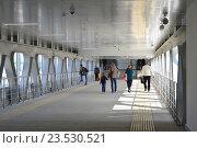 Купить «Пешеходный мост на станции «Бульвар Рокоссовского» Московского центрального кольца (МЦК)», эксклюзивное фото № 23530521, снято 12 сентября 2016 г. (c) lana1501 / Фотобанк Лори
