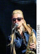 Купить «Певица с саксофоном», фото № 23531665, снято 12 августа 2016 г. (c) Герман Сивов / Фотобанк Лори