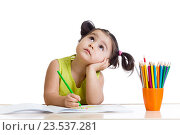 Купить «dreamy child girl with pencils», фото № 23537281, снято 17 февраля 2015 г. (c) Оксана Кузьмина / Фотобанк Лори