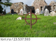 Купить «old grave cross on celtic cemetery in ireland», фото № 23537593, снято 24 июня 2016 г. (c) Syda Productions / Фотобанк Лори