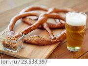 Купить «close up of beer, pretzels and peanuts on table», фото № 23538397, снято 22 июля 2016 г. (c) Syda Productions / Фотобанк Лори