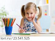 Cute little preschooler child drawing at home. Стоковое фото, фотограф Оксана Кузьмина / Фотобанк Лори
